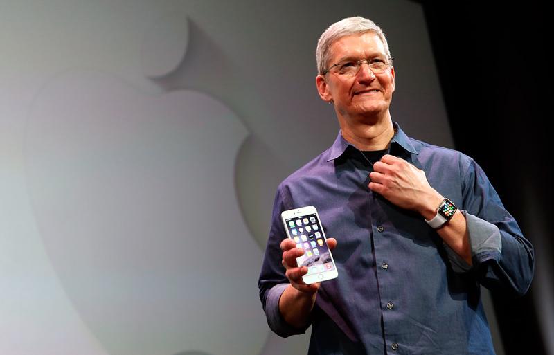 Тим Кук с часами Apple Watch