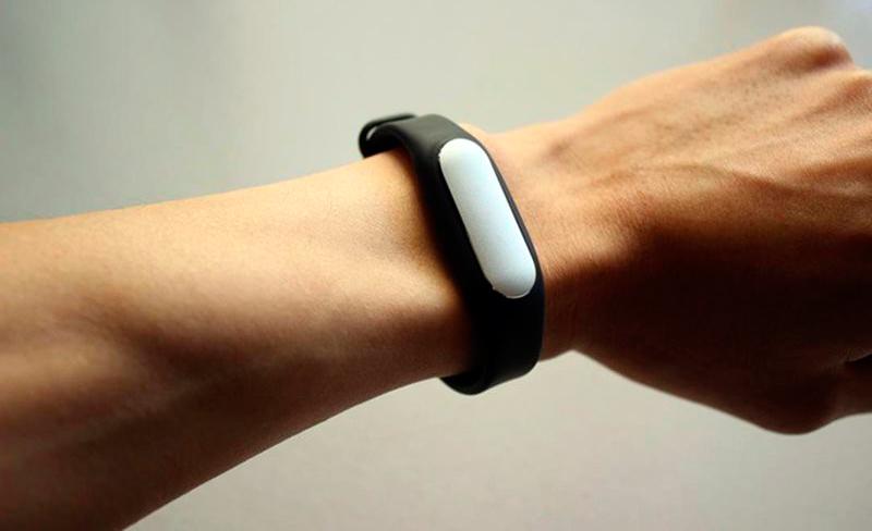 Как смотрится браслет Xiomi Mi Band на руке