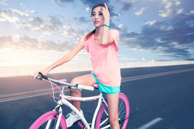 Езда на велосипеде с фитнес браслетом